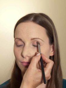 Business Make up Look - Lidschatten auftragen 2