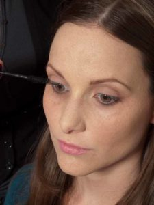 Business Make up Look - Wimpern tuschen 1