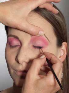 Pink Lady Make up Look – Lidstrich 1