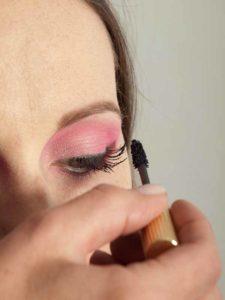 Pink Lady Make up Look – Wimpern tuschen 2