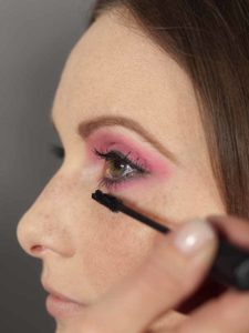 Pink Lady Make up Look – Wimpern tuschen 2