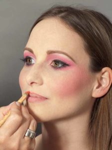 Pink Lady Make up Look – Lippen kontuieren 1