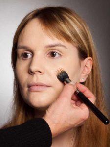 Camouflage Make up auftragen