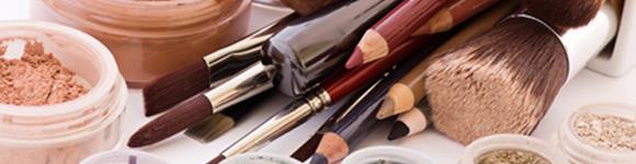 Schminkprodukte und Make up Utensilien