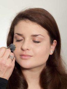 Natürliches Make up - Grundierung