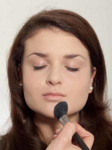 Natürliches Make up - abpudern