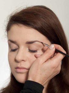 Make up für einen natürlichen Look - Augenbrauen 1