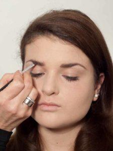 Make up für einen natürlichen Look - Augenbrauen 2