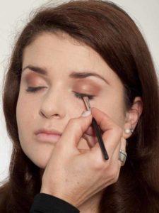 Natürliches Make up - Feiner Lidstrich 1