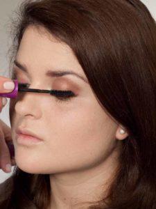 Make up für einen natürlichen Look - Wimpern tuschen 1