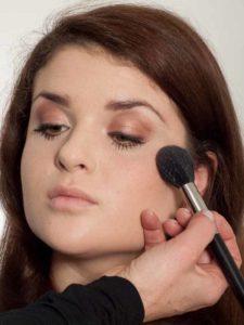 Make up für einen natürlichen Look - Rouge 1