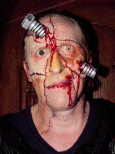 Halloween aktuelle Trends Zombie mit Schraube