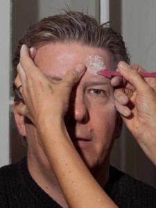 Zombie Maske mit Applikation schminken - Basis für das dritte Auge