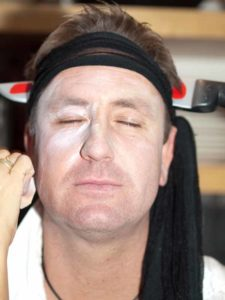 Zu Halloween als Opfer schminken - Grundierung