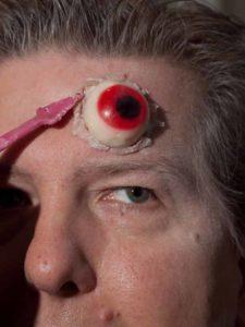 Zombie Maske mit Applikation schminken - Augenränder 1