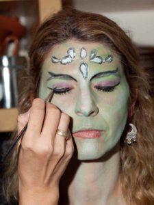 Weiblicher Vampir mit Ornamenten - Augen Make up