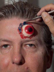 Zombie Maske mit Applikation schminken - Augenränder 2
