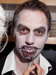 Fratze für Halloween schminken- Fratze schminken 2