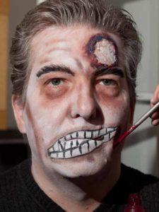 Zombie Maske mit Applikation schminken - Stirn und Augenbrauen