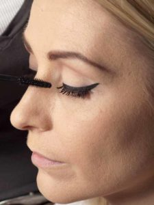 Marilyn Monroe Look - Wimpern tuschen 1