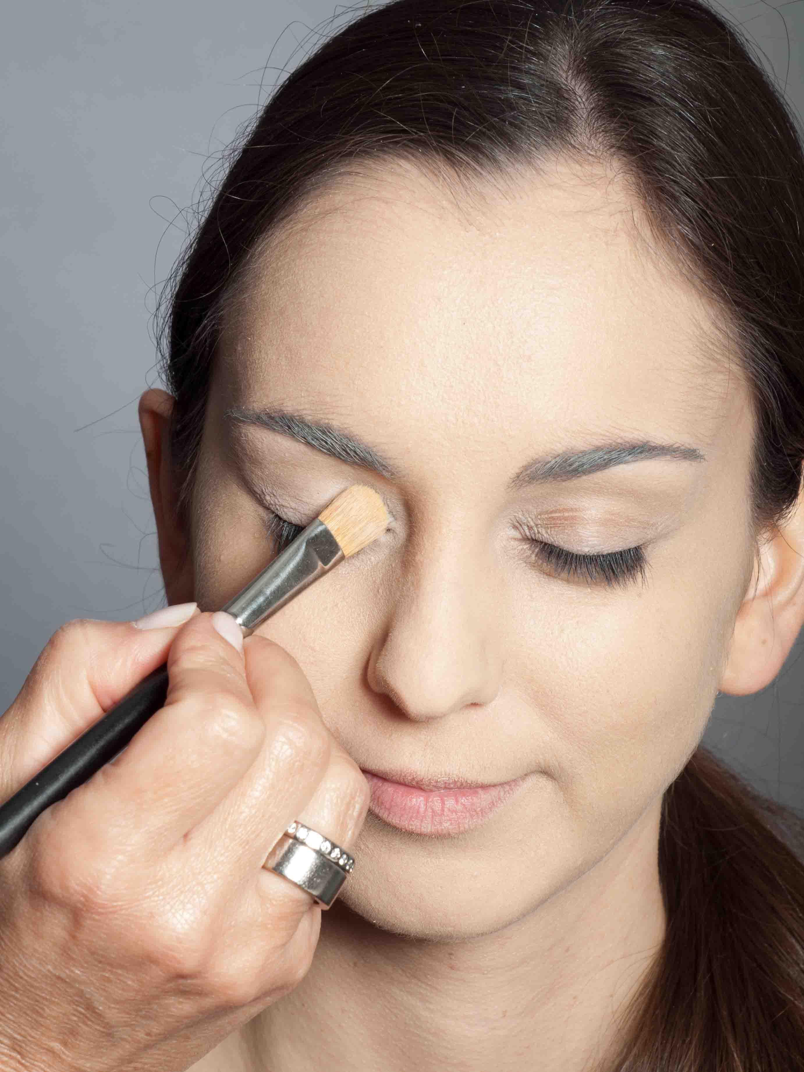 Metallic Look Augen Make up Base 1