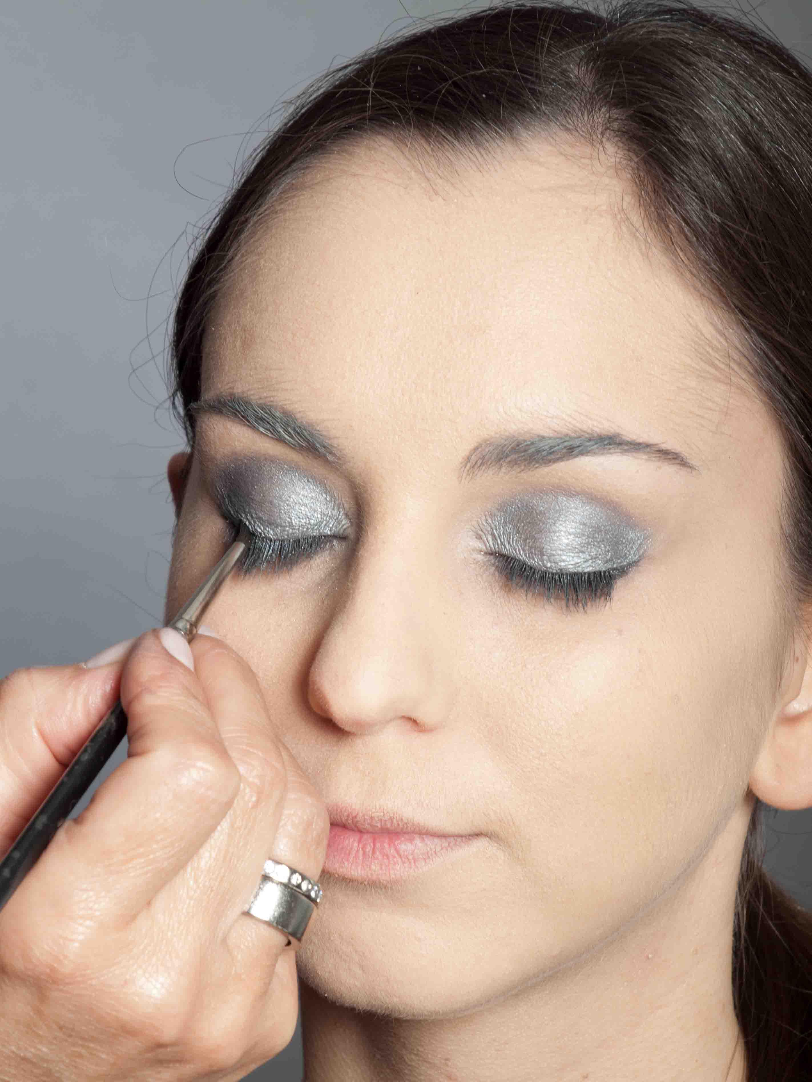 Metallic Look Augen Make up - Oberer Wimpernrand 1