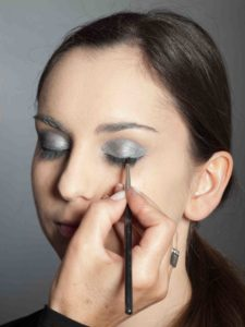 Metallic Look Augen Make up - Oberer Wimpernrand 2