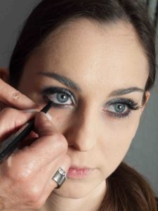 Metallic Look Augen Make up Kajalstrich 1