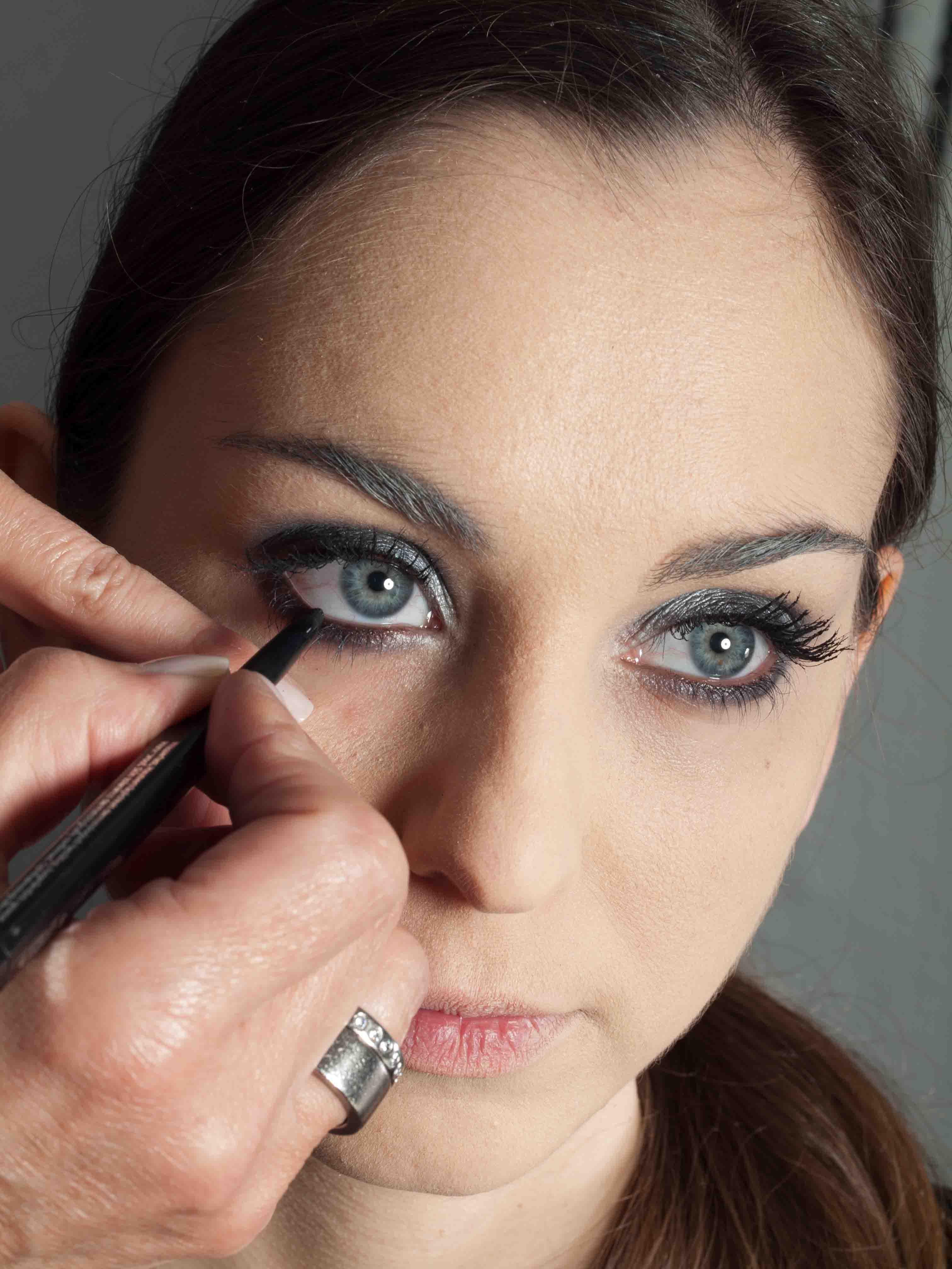 Metallic Look Augen Make up Kajalstrich 1