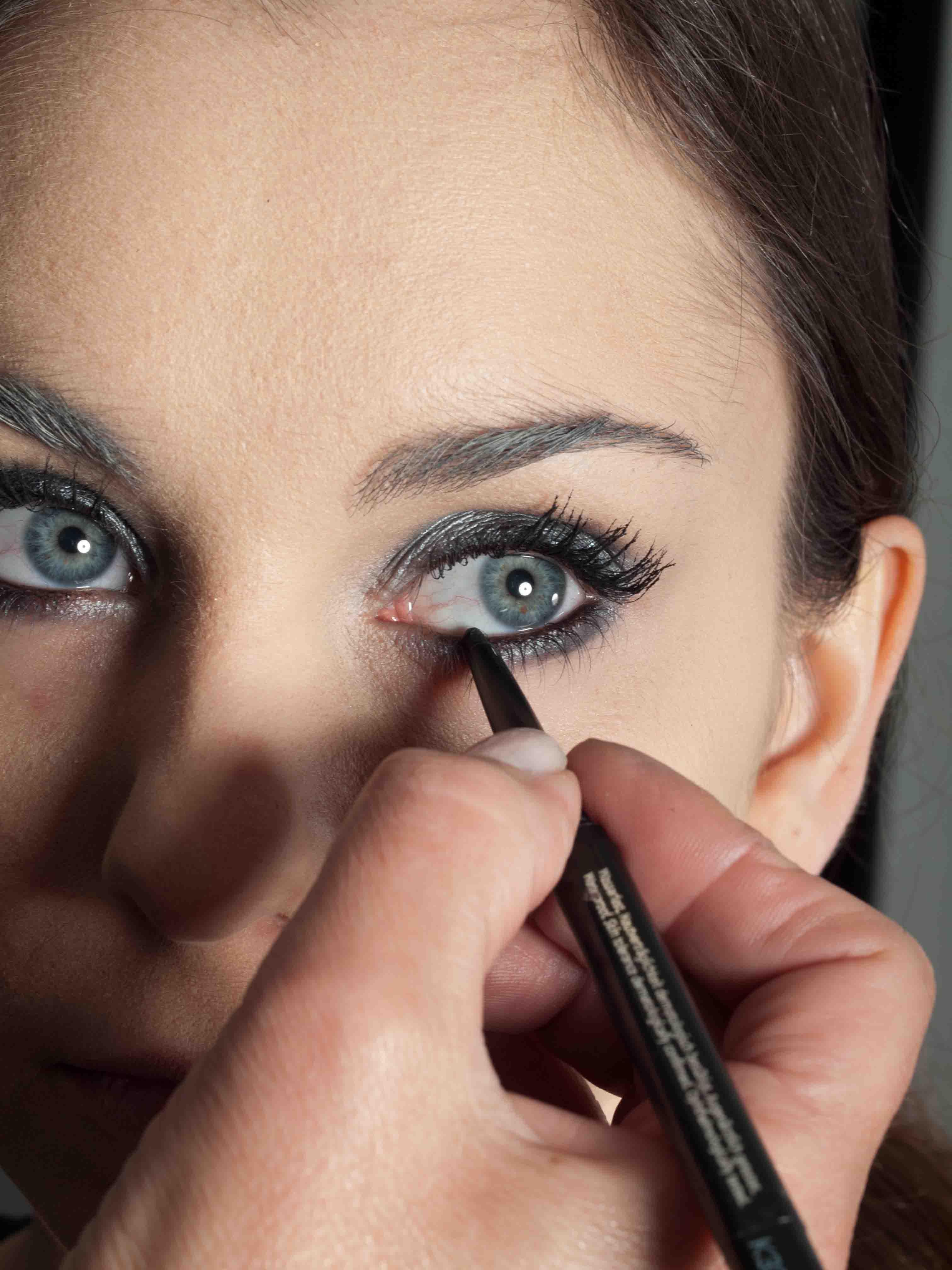 Metallic Look Augen Make up Kajalstrich 2