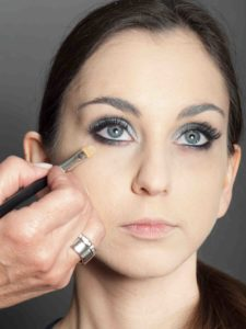 Metallic Look Augen Make up Concealer schminken 1