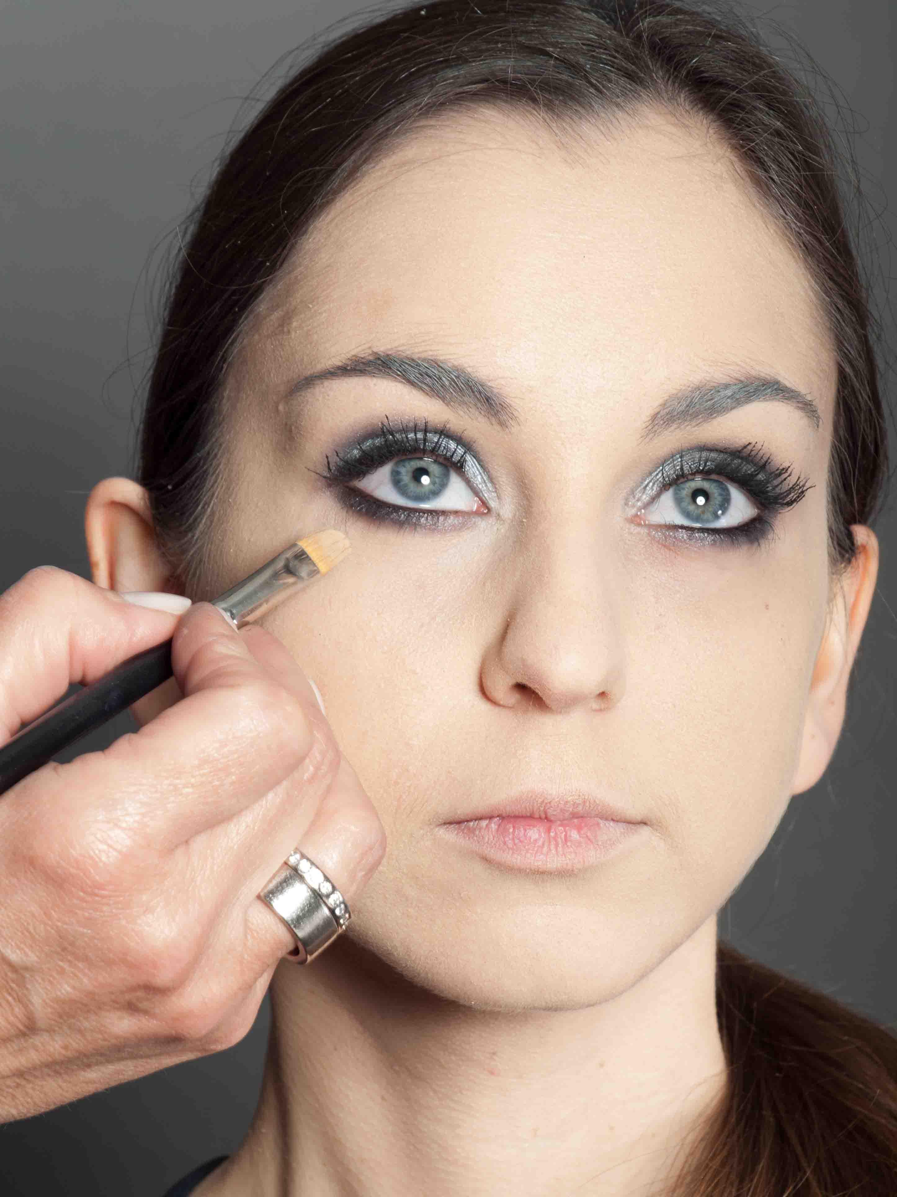 Metallic Look Augen Make up Concealer schminken 1