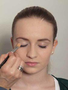 Nude Look, natürliches Make up - Lidschattenbase