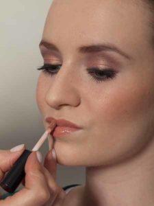 Lipgloss auftragen