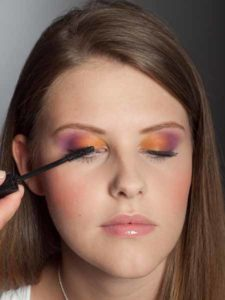 Colour Blocking Look - Wimpern tuschen 2