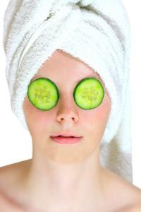 Gurkenmaske-gegen-augenringe