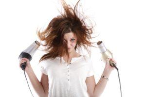 Richtig Volumen ins Haar föhnen