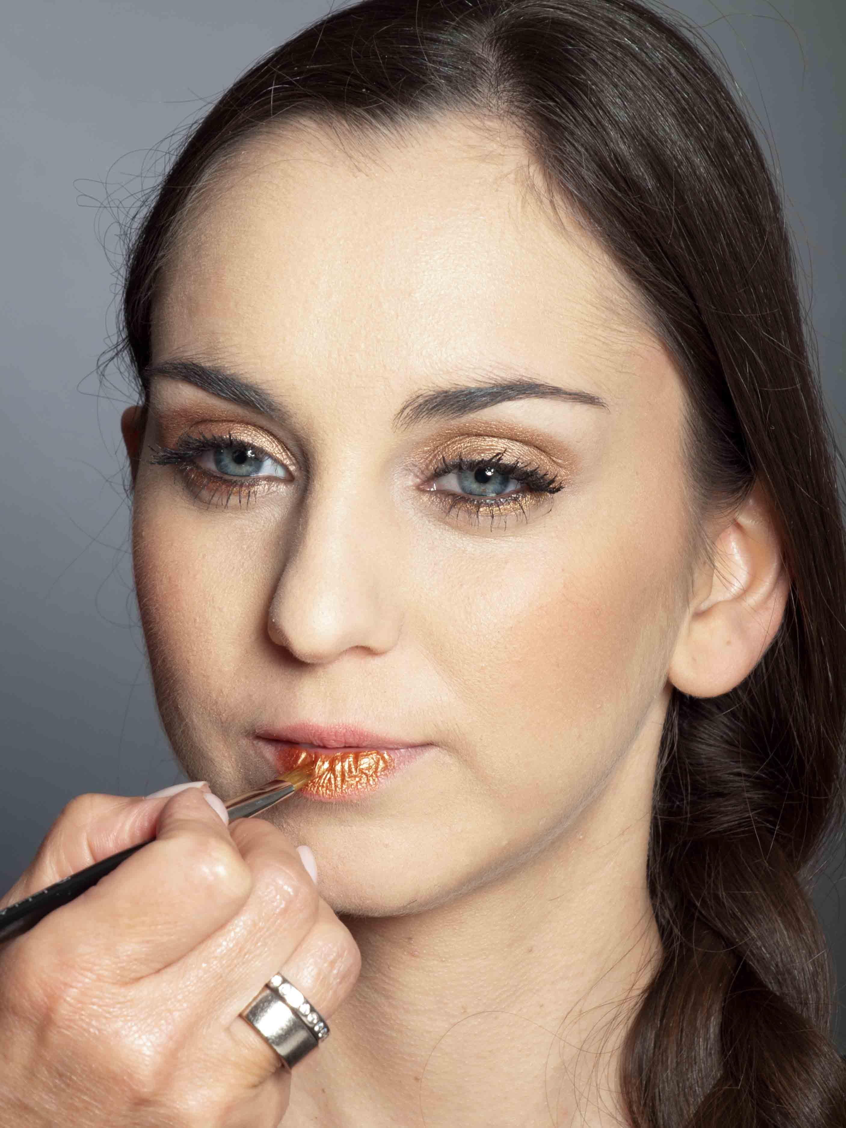 Bronzener Look - Lippen schminken 1