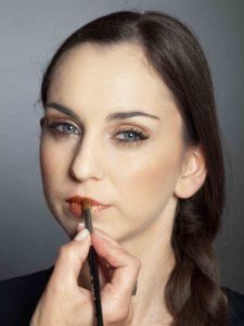 Bronzener Look - Lippen schminken 2