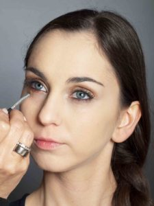 Bronzener Look - Lidschatten unteres Augenlid 1