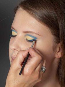 Farbiger Lidstrich für Mutige - Blaue Lidfalte und Lidstrich 2