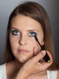 Farbiger Lidstrich für Mutige - Wimpern tuschen unten