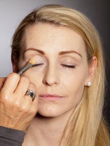 Daily Make up - Lidschattenbase auftragen 1