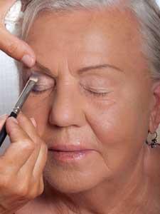 Make Up Für Reife Haut Ab 50 Schminktipps Anleitung So Gehts