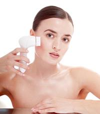 Gesicht reinigen mit Bürste