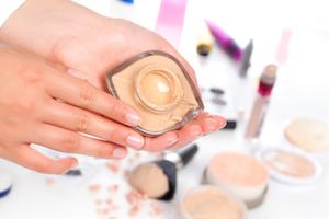 Make-Up auf die Haut abstimmen