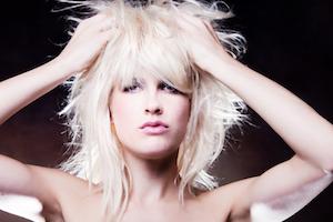 Trockenshampoo im Haar