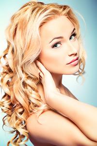 Blondes lockiges Haar