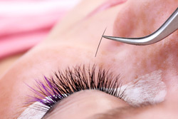 Permanente Wimpern applizieren