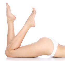 Glatte haarlose Beine